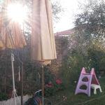 Pour profiter au mieux de votre jardin l'été, choisissez une toile d'ombrage.